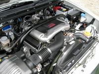 エンジンは出力向上のほか、10・15モード燃費が8.8km/リッターから9.4 km/リッターにアップ。さらに、「超-低排出ガス」認定を取得した。