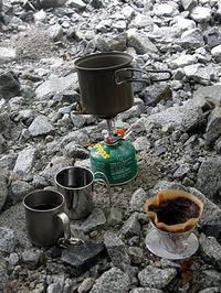 登山とはいえ、コーヒーは粉からいれる。これこだわりなり(!?)。