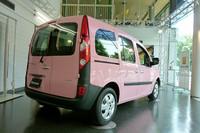 ピンクの「ルノー・カングー」日本限定発売の画像