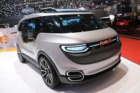 2013年にはパリ郊外イヴリーヌ県と共同プロジェクト展示していたフランスのエンジニアリング企業、アッカ・テクノロジー社。今年は独自に、全自動操縦車をイメージしたコンセプトEV「CAR&GO」の2号車を公開した。