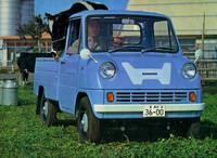 1963年8月に発売されたホンダ初の市販四輪車が、この軽トラック「T360」。前年の東京モーターショーに出展されたものの、ついに市販されなかった軽スポーツ「S360」用をデチューンした水冷直4DOHC4キャブレターエンジンは、359ccから 30psを発生した。