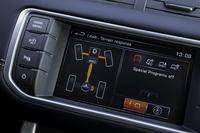 駆動システムには、必要に応じて4WDとFFとを使い分けるオンデマンド式の4WDを採用。車速約35km/h以上の安定走行時にはFFで走行。必要に応じて、300ミリ秒以内という速さで4WDに切り替わる。
