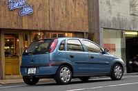 ヴィータ スポーツのボディカラーには、「紺」「水色」「銀」「赤」「赤茶」が標準設定され、「青」と「金」も受注生産ながら選択可能だ。組み合わされる内装は、グレーのクロスとなる
