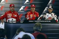 """予選でフェラーリの2台に次ぐ3位に入った佐藤琢磨が、自身4回目の""""トップ3記者会見""""に臨むの図。アメリカGP以来の2度目の表彰台に期待がかかったが、スタートで失敗し8位まで後退、挽回した後6位でゴールした。「とても難しいスタートでした。ラインを外して走ったけど、問題はありませんでした。でも最初のコーナーでアロンソの外側にいてラインを外した時に、路面の汚れたところに入ってしまいました。それでトラクションを失ってしまい、その先のいくつかのコーナーで数台に抜かれてしまったんです。とてもタフなオープニングラップでしたが、それからリカバーをしようと頑張りました。でも、レース終盤に向かい油圧が下がってきてしまい、気にして走らなければなりませんでした。でも、大切なことは2台ともポイント獲得でゴールできたことだと思います。スパでも良いレースができるよう、頑張ります」(写真=本田技研工業)"""