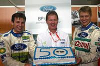 フォードは、2002年モンテカルロから現地点(2005年第9戦アルゼンチン)まで、全戦でポイントを獲得しているレコードホルダーだ。今年第6戦キプロスで50戦連続得点を祝うのは、チーム代表のマルコム・ウィルソン(中央)、ドライバーのトニー・ガルデマイスター(右)とロマン・クレスタ。(写真=フォード)