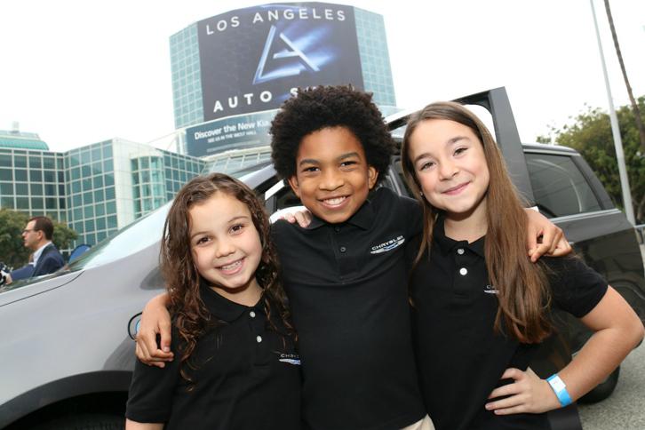 米国内で「クライスラー・パシフィカ」のCMキャラクターを務めている人気子役タレントの3人。(写真左から)ハーパー、マイルス、イジー。会場でも、車両の機能説明の仕事を巧みにこなし、注目を浴びていた。