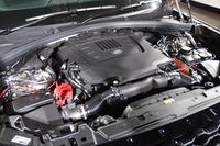 エンジンは、ディーゼル1種類とガソリン3種類が選べる。写真は最高出力380psを発生する3リッターV6スーパーチャージドユニット。