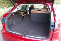 荷室の様子。6:4分割可倒式の後席を倒すことで、積載容量を拡大できる。