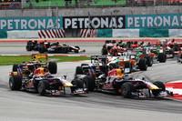 スタートシーン。ポールシッターのウェバー(先頭左)は、チームメイトで予選3位のベッテル(同右)に先を越され、レースはこの順位のままフィニッシュ。(写真=Red Bull Racing)