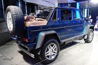 全長は5345mm、タイヤサイズは325/55R22と、とにかく巨大。電動ソフトトップの後ろにはフルサイズのスペアタイヤを背負っている。