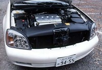 グリルの真ん中に着きだしている黒いのはナイトビジョンのレンズ。赤外線で前方の温度を認識し、それを画像化してドライバー前にヘッドアップ・ディスプレイする。ノーススター・エンジンは4.6リッターV8DOHCで205psと40.7kgmを発生する。
