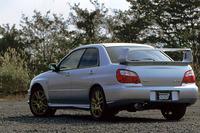 STiバージョンは、「WRX」よりも大型のリアスポイラーを装着し、WRCに出場する「WRカー」と共通のイメージとした。