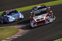 第2レース。スタートダッシュを見せた「BMW320TC」(トム・コロネル)がトップをキープ、そのままレースを制した。