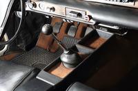 """「P1800」のトランスミッションには4段MTと3段ATが用意されており、ともにセレクターレバーは""""フロアシフト""""となっていた。"""