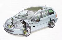 307から踏襲されたサスペンションは、前マクファーソンストラット式、後トーションビーム式。電子的にブレーキをコントロールし挙動を制御する「ESP」は、全車に標準装備される。インストゥルメントパネルのボタンを押せば、オフにすることも可能。