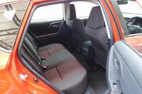 前席の背もたれの形状を最適化するなどした結果、後席のニースペースはこれまでよりも拡大された。