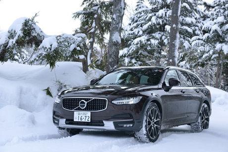 ボルボが主催した雪上試乗会に参加。「V90クロスカントリー」を駆り、信州は志賀高原でその雪上性能をチェ...