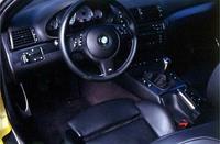 新しいM3のスポーツシートは、電動エアポンプでサイドサポートを膨らませることができるようになった。