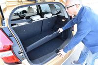 テスト車には、荷室空間を仕切ったりフロア高を変化させたりすることで積載時の利便性を高める、オプションの「マルチラゲッジボード」が備わっていた。