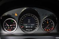 最高速度は、250km/hから280km/hに変更されている。メーターは320km/h表示。