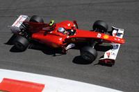 開幕戦バーレーン、第11戦ドイツに次ぐ3勝目をマークしたアロンソ。チームオーダーの一件でドイツGPでの優勝はほろ苦いものになったが、ここでは実力の差を見せつけて完勝。チャンピオンシップでも5位から3位に上がり、自身3度目となるタイトルを狙えるポジションにつけた。(写真=Ferrari)