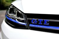 「e-ゴルフ」の発売が延期されたため、「GTE」が日本で最初に販売された「モーター付きゴルフ」となった。車両価格は499万円。最大38万円の補助金が適用される。