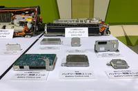 初代「プリウス」前期型のバッテリー制御ユニットの体積は2388cc。4代目では652ccまで小型化された。