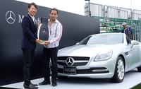 メルセデス・ベンツ日本が小沢コージに「SLKクラス」をプレゼント!というのは冗談。こちらは2014年7月3日~6日に開催された、「長嶋茂雄 INVITATIONAL セガサミーカップ ゴルフトーナメント」の優勝者に贈られる副賞なのだ。