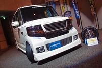「トーヨー・トランパスLuK」と、その展示用装着車。