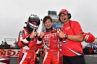 勝利を喜ぶLEXUS TEAM ZENT CERUMOの面々。写真左から、立川祐路、平手晃平、そして高木虎之介監督。