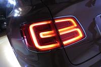 テールランプの点灯部は「B」字型のデザインとなる。