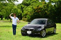 「BMW 320d」の無事を祈念して、ハニワポーズ!(写真=池之平昌信)