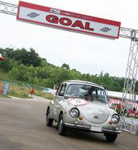 パレードを先導した6台の「スバル360」のうち、自作の生誕50周年記念デカールを貼って登場した「1969年式スーパーデラックス」。