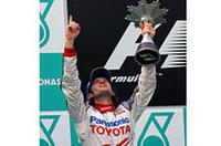 ルノーからトヨタへ移籍したヤルノ・トゥルーリ(写真)が、トヨタに初表彰台をもたらした。テクニカルディレクター、マイク・ガスコインを中心に開発されたニューマシン「TF105」駆るイタリア人は、トップのルノーを追いかけるパフォーマンスを見せ、力強い走りで2位完走を果たした。チームメイトのラルフ・シューマッハーも5位に入り、トヨタにとっては素晴らしい週末となったようだ。(写真=トヨタ自動車)