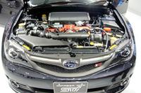 「EJ20」型エンジンは、大台超えの308ps(トルクは43.0kgm)を発生する。