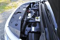 """PSAグループの車ではおなじみの1.6リッター直噴""""ツインスクロール""""ターボエンジン(156ps、24.5kgm)を搭載。"""