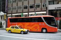 銀座で。中国人観光客用のバス。