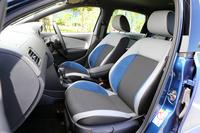 「ポロ ブルーGT」には、グレーとブラックのツートンカラーにブルーのアクセントが入ったシートが装備される。