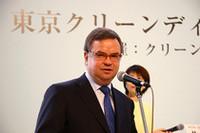 メルセデス・ベンツ日本のハンス・テンペル社長。「V6ディーゼルを搭載したE320CDI、ガソリン車でいうとV8並みのトルクと直4並みの経済性を兼ね備えたクルマです」とアピールした。