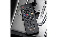 操作はワイヤレスリモコンで。リモコン受光部も付属しているので映像入力を持っていれば、他社のTVに組み合わせることもできる。