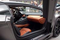 発表会場には、ボディーカラー「グレー・チタン」の「アヴェンタドールLP720-4 ロードスター 50°アニヴェルサリオ」が展示されていた。