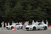 ドライビングに関する講習の内容は、高速走行、ジムカーナ、ウエット旋回、ウエットJターン、高速Jターンなど。また社外での活動として、サーキット走行や12時間耐久レースへの参戦なども行っている。