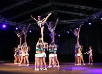 会場の特設ステージは、イベントの開催された2夜とも、さまざまなアトラクションやパフォーマンスで盛り上がった。