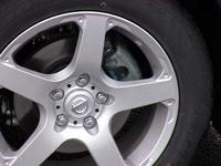 ブレーキも変更された。パッドのミューが上がり、ローターも厚いものを使用する。