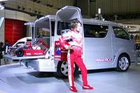 「レジアスエース・マイ・カート・ファクトリー」は、レーシングカート2台と装備品を積載可能にしたカスタマイズカー。8月の発表以来2万台を受注した「ハイエース/レジアスエース」だけに、力が入っている。