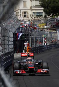予選2位のバトンは、最初のタイヤ交換でベッテルを抜き首位を奪うことに成功すると、スーパーソフトタイヤでファステストラップを連発し、リードタイムを広げた。2度目のタイヤ交換で3ストップを決断しなければ、そしてセーフティカー、赤旗中断がなければ、昨年4月の中国GP以来の勝利も夢ではなかっただろう。(Photo=McLaren)