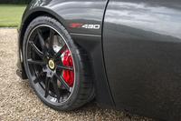 タイヤのサイズはフロントが245/35R19で、リアが295/30R20。「ミシュラン・パイロットスポーツ カップ2」が装着される。