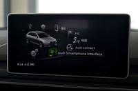 インフォテインメントシステムの新たな機能として、「アウディ スマートフォンインターフェイス」を装備。USBケーブルを介して、手持ちのスマートフォンのコンテンツを車載ディスプレイに表示できる。