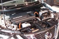 ハイブリッド車については、アクセルオフ時の回生量を増やすなどして燃費を20.8km/リッターに改善している(JC08モード)。