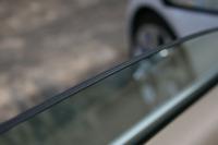 フロントドアには合わせガラスが使用され、静粛性の向上に一役買っている。